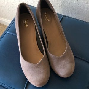Brand new never worn Clarks wedges tan suede